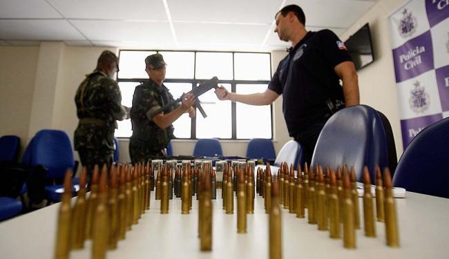 Polcia-apreende-armas-de-guerra-em-chcara-na-Bahia