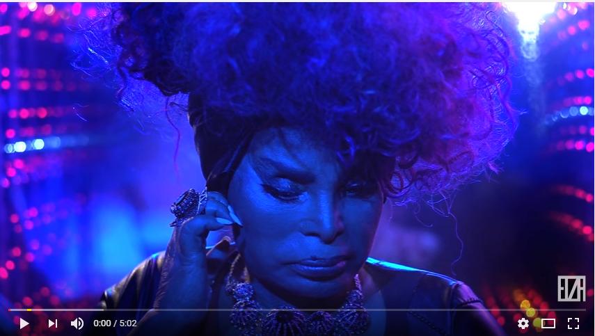Elza-Soares-lana-1-videoclipe-em-formato-de-cinema-da-carreira