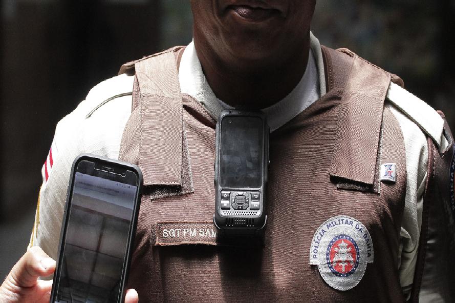 Policiais-vo-usar-cmeras-no-fardamento-durante-o-Carnaval