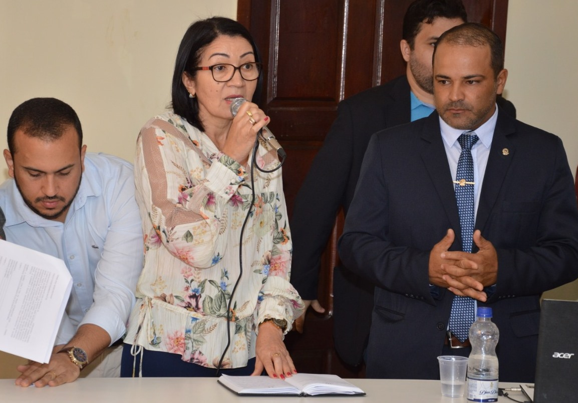 Ibitit-sob-forte-esquema-de-segurana-Gilaide-eleita-presidente-da-Cmara