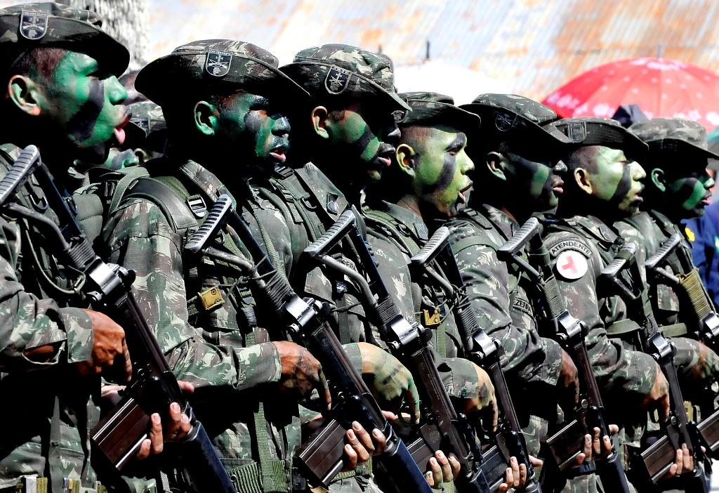 Foras-Armadas-iniciam-ao-com-30-mil-militares-para-patrulhar-fronteiras