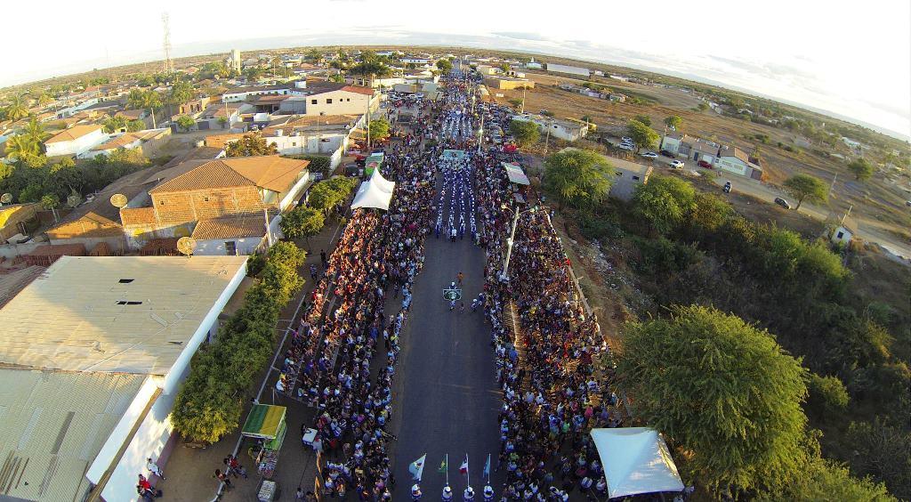 Histrico-Milhares-de-pessoas-prestigiam-Desfile-de-7-de-Setembro-em-Ibitit