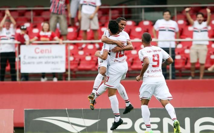 No-Morumbi-So-Paulo-goleia-o-Botafogo-na-estreia-no-Brasileiro