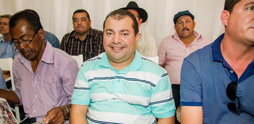 Cafu-Barreto-d-boas-vindas-comitiva-governista