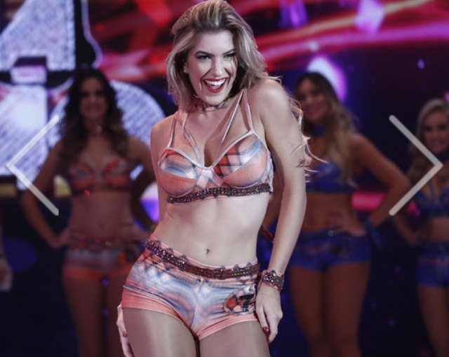 Baiana-ganha-concurso-para-bailarina-do-Fausto