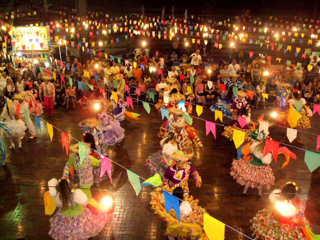 Com-festa-e-inaugurao-Prefeitura-faz-abertura-do-So-Joo-na-sede-de-Uiba