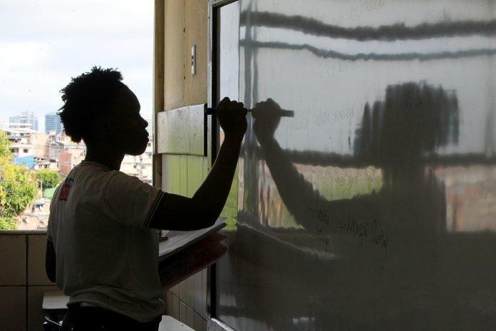 Governo-prorroga-at-15-de-novembro-decreto-que-probe-aulas-na-Bahia