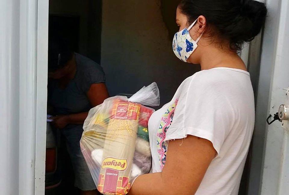 Ibitit-para-garantir-comida-na-mesa-das-famlias-Prefeitura-distribui-6300-kits-e-cestas-bsicas