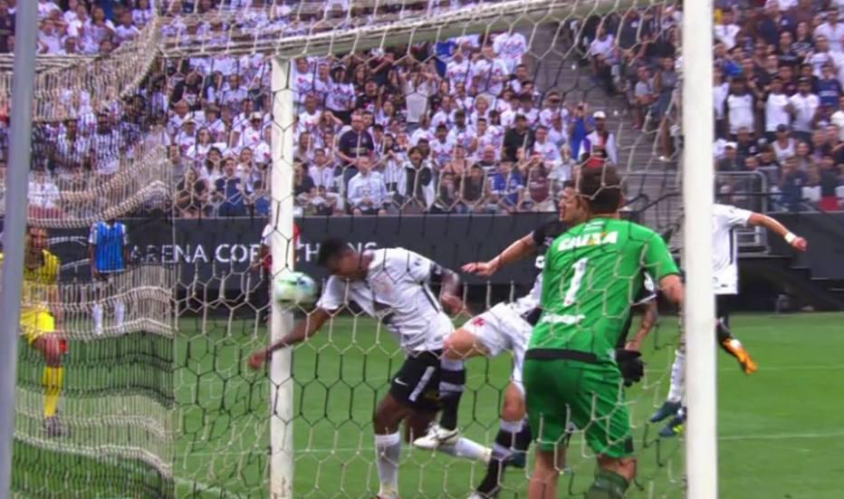Gol-de-mo-de-J-leva-CBF-a-antecipar-rbitro-de-vdeo-no-Campeonato-Brasileiro