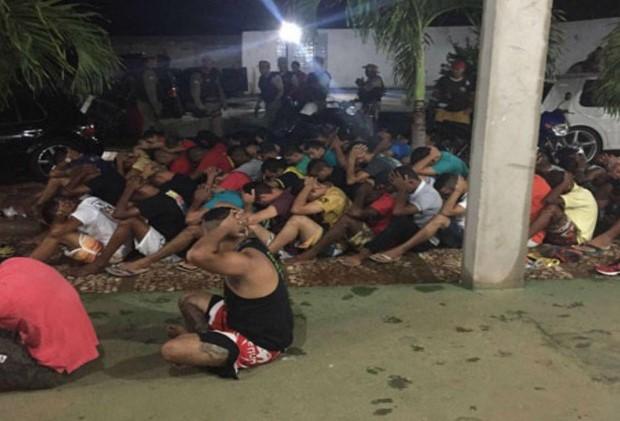 Mais-de-60-pessoas-so-apreendidas-em-festa-com-arma-e-drogas-em-Brumado