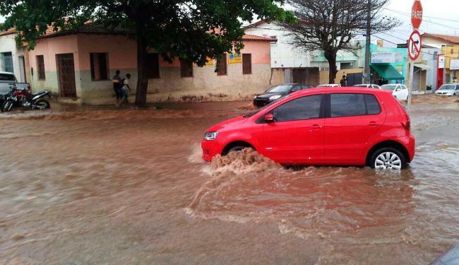 Chuvas-e-ventos-fortes-causam-estragos-no-interior-do-estado