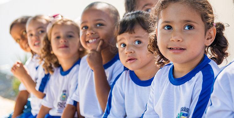 Vereador-cobra-fardamento-e-kit-escolar-para-estudantes-de-Irec