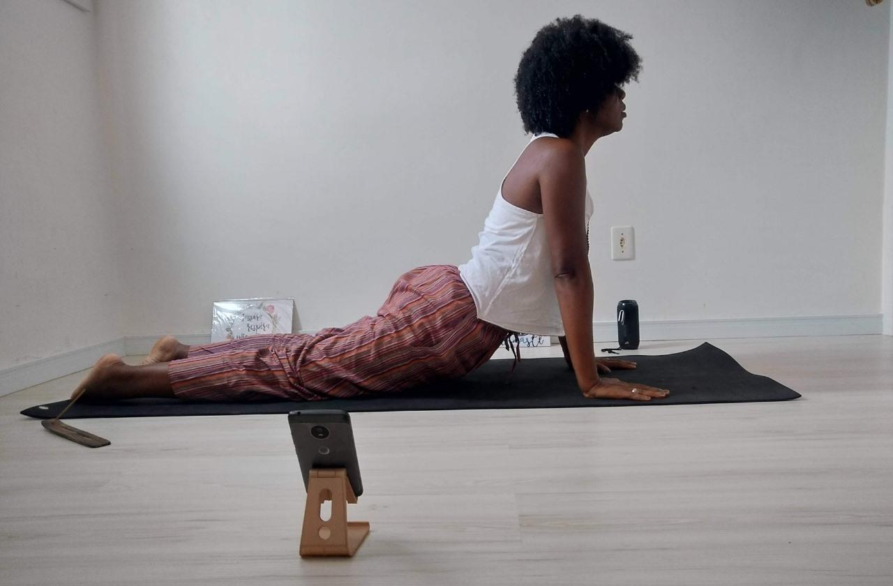 Yoga-Online-instrutora-d-aulas-ao-vivo-pelo-instagram