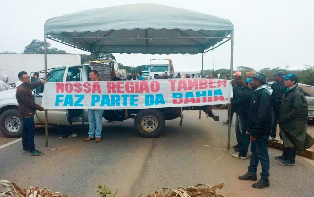 Grupo-fecha-BA-052-em-protesto-por-melhor-infraestrutura-em-estrada