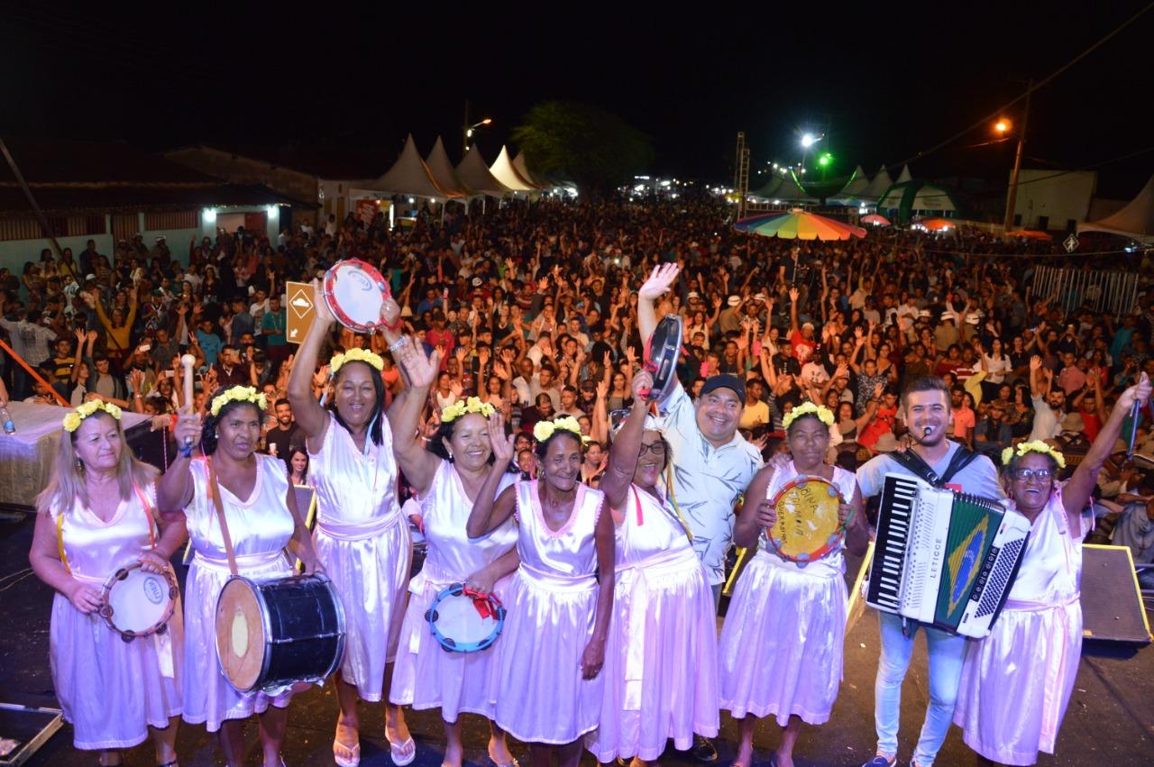 Luan-Estilizado-e-Babado-Novo-aquecem-coraes-na-Festa-de-Reis-2019