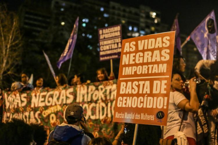 Ser-negra-dobra-risco-de-morte-de-jovem-no-Brasil