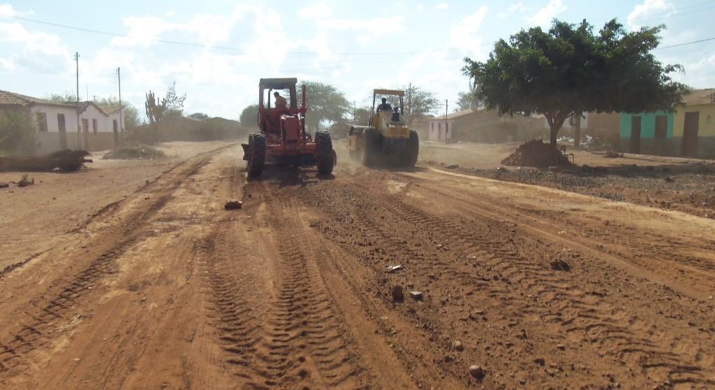Prefeitura-de-Ibitit-promove-recuperao-de-estradas-vicinais