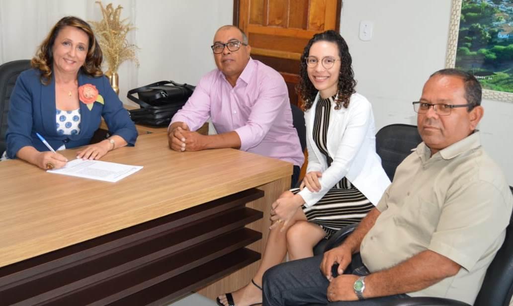 Prefeitura-de-Amrica-adquire-nibus-0km-com-acessibilidade-para-o-TFD