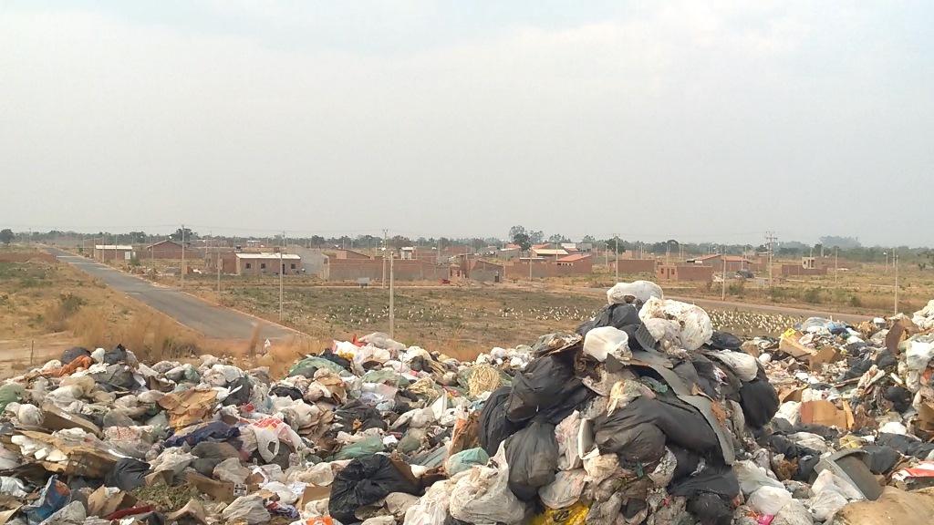 LUS-EDUARDO-MAGALHES-Prefeito-se-omite-e-no-fala-sobre-lixo-a-cu-aberto