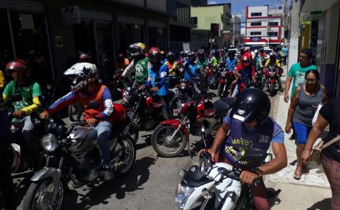 Mototaxistas-protestam-contra-regulamentao-da-Prefeitura-de-Irec