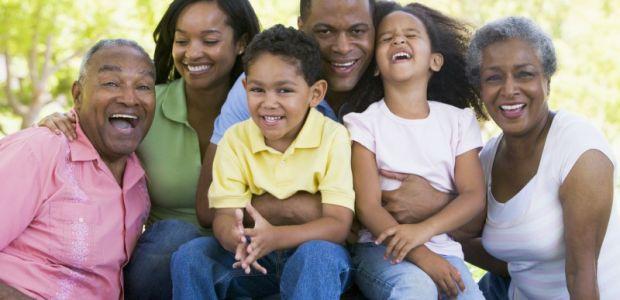 Brasileiro considera a família mais importante que dinheiro, diz pesquisa