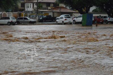 Chuva provoca transtornos em Irecê