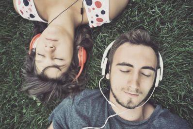 Música ativa mesmas substâncias no cérebro que sexo e drogas