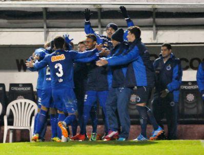 Cruzeiro vence Inter e retoma liderança do Brasileirão