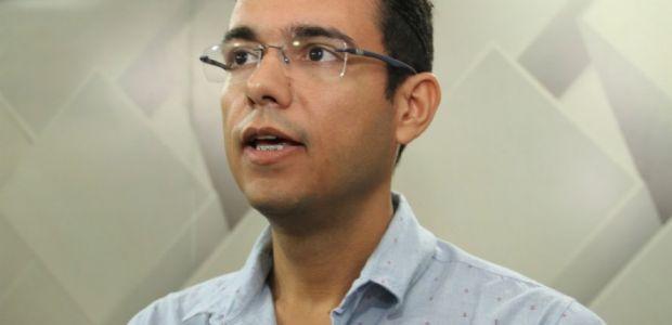 Serra do Ramalho: após exonerar secretários, prefeito nomeia a mãe