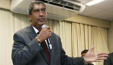 Almiro Sena deve pedir exoneração na quarta