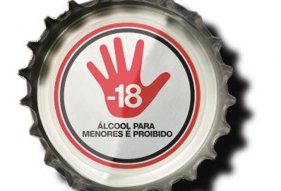 Propaganda na Copa estimula consumo de álcool entre crianças