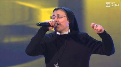 Freira vira celebridade após apresentação no 'The Voice Itália'