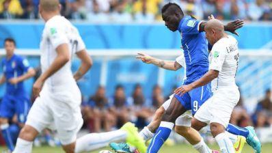 Em jogo sofrido, com expulsão e gol de costas, Uruguai vence a Itália