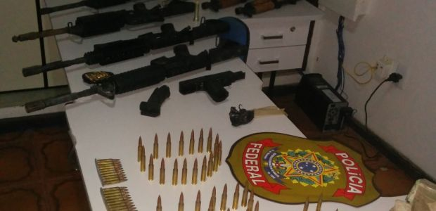 PF apreende arsenal de armas em Santo Estevão