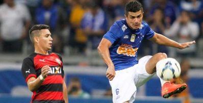 Cruzeiro vence Vitória e segue líder