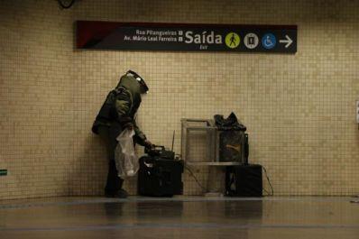Alarme falso de bomba interdita estação do metrô