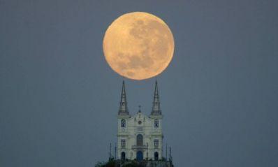 Fenômeno conhecido como 'lua azul' ocorre nesta sexta