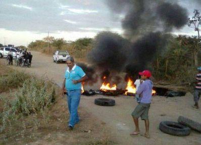 Xique-Xique: População interdita estrada de Boa Vista
