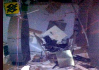 Caturama: Grupo invade agência e explode caixas eletrônicos