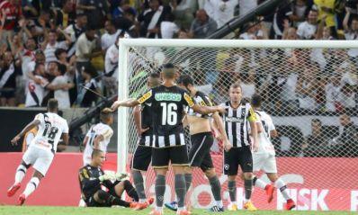 Vasco derrota o Botafogo com gol aos 46 minutos e inverte vantagem na decisão do Carioca