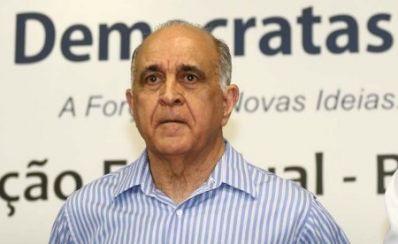 """Paulo Souto critica """"omissão"""" do Estado"""