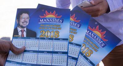 Equipes uniformizadas distribuíram calendário de Manassés em evento do Governado do Estado