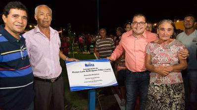 Cafu Barreto inaugura Praça e recupera estradas em Brejeiros