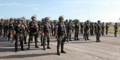 Tropas federais desembarcam em Salvador