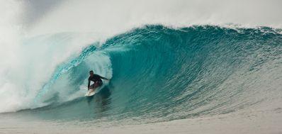 Tricampeão mundial Tom Curren é atração do festival de cultura surf da Praia do Forte