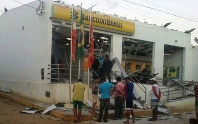 Grupo invade cidade e explode banco em Utinga