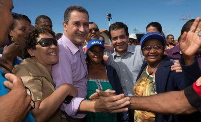 Com a presença de Rui Costa, Luizinho Sobral entrega 500 casas e anuncia Luan Santana no São João de Irecê