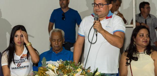 Diante da comitiva de paraibanos, Cafu inaugura quadra Eliaquim Melo Freire