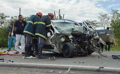 Família morre em acidente com seis vítimas fatais na BR-324