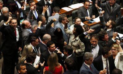 Parlamentares pedem renúncia de Temer e eleições diretas